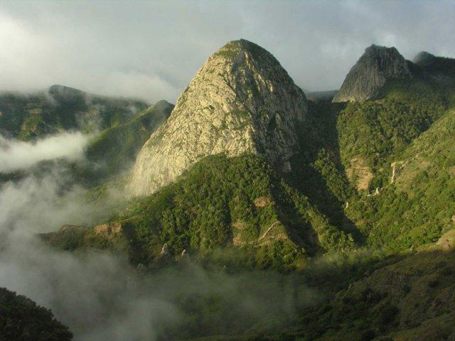 TURISMO SOSTENIBLE para elevar la RENTABILIDAD del sector en La Gomera